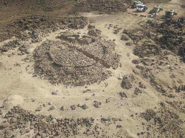 Antakari 3 (3ème millénaire avant l'ère commune - République de Djibouti). Sépulture collective des premiers éleveurs de la Corne de l'Afrique. © Jessie Cauliez