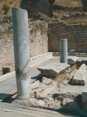 Ephèse, latrines de près des Thermes de Scholastique